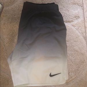 MEN's BLACK & WHITE NIKE DRI-FIT SHORTS, SIZE L